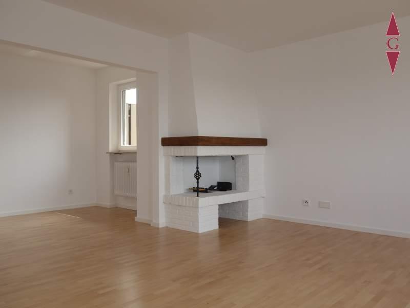 1-465 Wohnzimmer mit Kamin