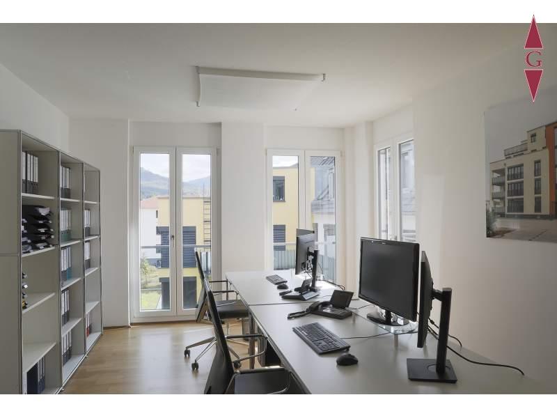 1-485 Bürohaus Innenansicht_1