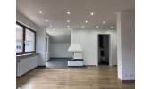 Wohnzimmer mit Blick in Essbereich