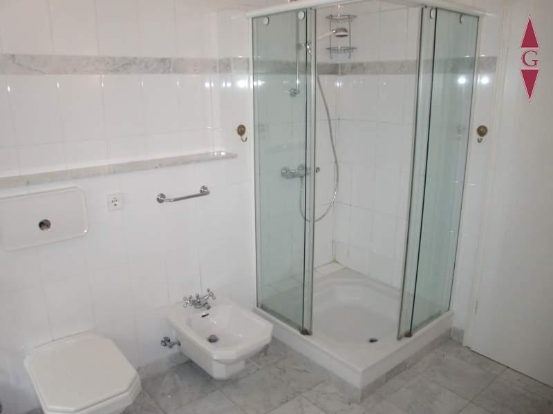 1-423 Bad Dusche