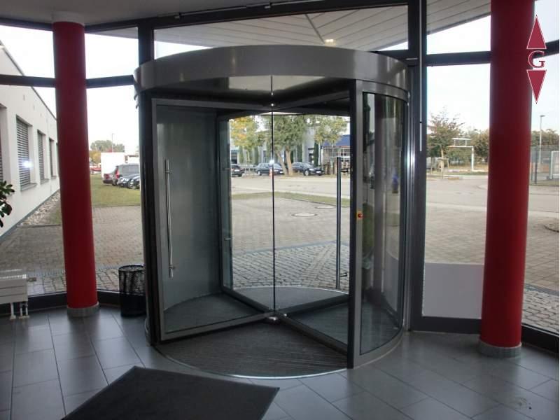 1-396 Eingang_Drehtür